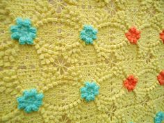 Gorgeous afghan! Must find the pattern....