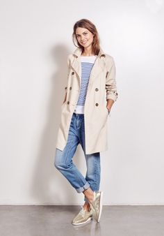 Our Zoe Stripe Top paired with Boyfriend Jeans and Trench Coat is the perfect sp - Loafers Outfit - Ideas of Loafers Outfit - Our Zoe Stripe Top paired with Boyfriend Jeans and Trench Coat is the perfect spring outfit Brogues Womens Outfit, Brogues Outfit, Trench Coat Outfit, Trench Coat Style, Mode Outfits, Casual Outfits, Fashion Outfits, Fashion Clothes, Ladies Fashion