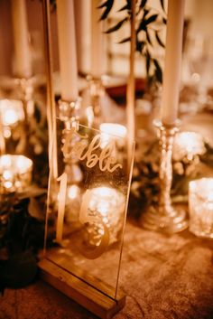 Loving all things acrylic right now, but especially these acrylic table numbers and that candlelight.   📸:  @taylorkatinasphotography