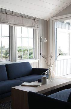 Drömstuga i sommarparadiset! - LADY Inspirationsblogg Supreme, Dining Bench, Cabin, Curtains, Lady, Furniture, Home Decor, Patio, Blinds