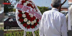 Kutlamada çelenk krizi! CHPli Başkan kaldırttı : Mustafa Kemal Atatürkün Bandırmaya gelişinin 91inci yıldönümü nedeniyle ilk tören Atatürkün Bandırmaya ayak bastığı tarihi iskelede yapıldı. Atatürkü temsilen üzerinde dev posteri ve Türk Bayrağı bulunan römorkör iskeleye yanaştı. Römorkörden çıkan bir öğrenci elinde bulunan Türk bayrağını Ka...  http://ift.tt/2ed72kq #Türkiye   #Atatürk #bulunan #Türk #Bandırma #bayrağını