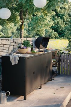 Sun's out? Get the barbecue on. From BBQ party ideas to BBQ tables, we've all you need to fire up the grill and chill all day long. Ikea Outdoor, Outdoor Living, Outdoor Decor, Outdoor Buffet, Outdoor Ideas, Plein Air Ikea, Barbecue, Sink Units, Ikea Family
