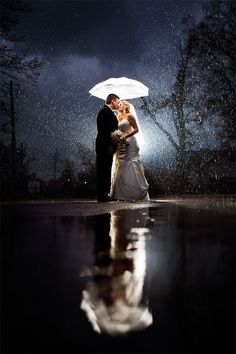 What to do if it rains on my wedding day? Tips for a rainy wedding day. How to plan for a wet rainy wedding. Wedding photos in the rain. Rain On Wedding Day, Night Wedding Photos, Wedding Night, Wedding Pictures, Dream Wedding, Magical Wedding, Weddings In The Rain, Wedding Images, Romantic Weddings