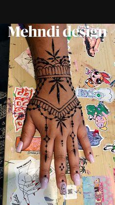Pretty Henna Designs, Henna Designs Feet, Henna Tattoo Designs Simple, Beginner Henna Designs, Hena Tattoo, Henna Tattoo Hand, Pretty Hand Tattoos, Small Hand Tattoos, Henna Inspired Tattoos
