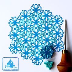 More iceblossoms and winterflowers (I love these words) for day Diy Stamps, Handmade Stamps, Stamp Printing, Printing On Fabric, Screen Printing, Stencil Patterns, Print Patterns, Stencils, Eraser Stamp