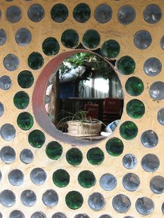 Recycled glass bottle wall with opening Wine Bottle Wall, Bottle House, Glass House, Bottle Art, Recycled Bottles, Recycled Glass, Natural Living, Strawbale Gardening, Earthship Home