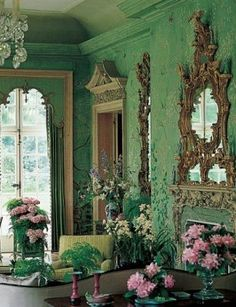 "Design Legends: William Haines In 1969 the Annenbergs hired Haines and Graber to redecorate Winfield House, the U. Embassy residence in London. ""It was exquisite,"" Haines said of the hand-painted Chinese wallcovering he used on the garden room's walls. Das Haus In Montevideo, Shades Of Green, Pink And Green, Emerald Green, Beautiful Interiors, Beautiful Homes, Winfield House, Interior And Exterior, Interior Design"