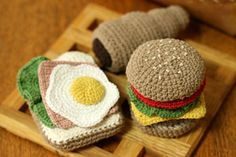 crochet sandwich and burger tutorial (in Japanese). Click the links in the article for diagrams