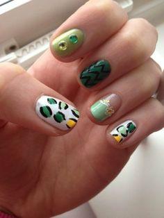 Green fun nailart via #annlooo  #greenmani #nails #white #polish - bellashoot.com