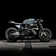 Now here's some Milwaukee muscle. The Italian garage Sartorie Meccaniche has just built the best Buell X1 Lightning custom we've ever seen.