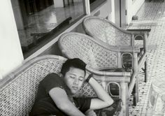 Tidur. Hobi kamu bgt. anytime anywhere pasti sempetin tidur walo bentar.
