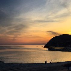 As every day at sunset fishermen arrive and set their impressive equipment on the beach. A different way of experiencing Levanto.
