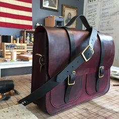 Handcrafted Leather Messenger Bag: 20 Steps (with Pictures)