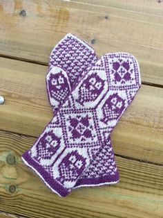 Mitten pattern is only available via email directly from the designer. Fingerless Mittens, Knit Mittens, Knitted Gloves, Knitting Socks, Hand Knitting, Crochet Mittens Pattern, Crochet Hats, Knitting Stitches, Knitting Patterns