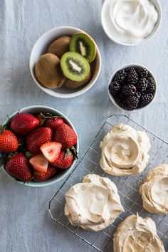 Easy Pavlova Recipe with Fresh Berries + Kiwi | HelloNatural.co #Easter #SugarInTheRaw