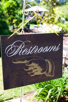 "Awesome ""restroom"" sign + a SMART idea. No guests bugging you for directions!"