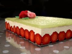 Classic Fraisier Cake - Recipe with images - Meilleur du Chef Pastry Recipes, Cake Recipes, Dessert Recipes, Cooking Recipes, Fraisier Recipe, Entremet Recipe, Mousse Au Chocolat Torte, Naked Cakes, Cooking Chef