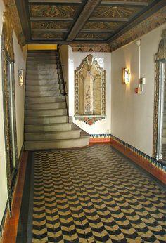 #Lobby: Art Deco Appartment...