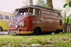 ♠ Volkswagen Bus, Vw T1, Vw Camper, My Dream Car, Dream Cars, Chasing Cars, Wheels On The Bus, Vintage Vans, Vans Classic