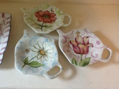 China Painting, Ceramic Painting, Fabric Painting, Hand Painted Mugs, Hand Painted Ceramics, Clay Plates, Pottery Painting Designs, Cup Art, Tea Accessories