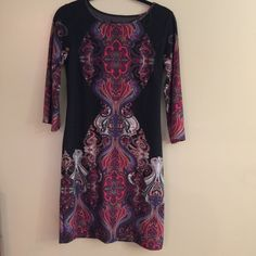 Printed 3/4 Sleeves Sweaterdress This Ronni Nicole Sweater dress is guaranteed authentic. It's crafted with 95% Polyester 5% Spandex.  #dress #ronnienicole #black #red #women Sweaterdress Ronni Nicole Dresses Long Sleeve