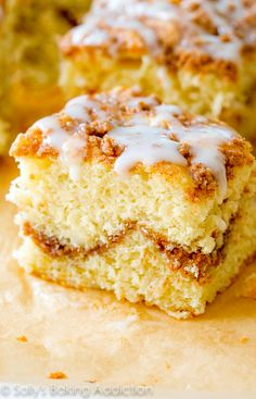 Old Fashioned Crumb Cake Recipe on sallysbakingaddiction.com-- click through for the simple recipe!