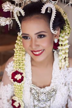 Numance wedding in Javanese tradition. IG:galmakeup #glowing #colorful