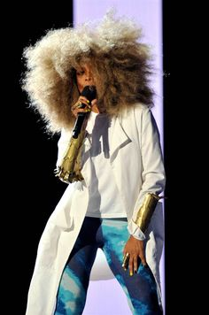Erykah Badu-- She's such an individual...blonde fro