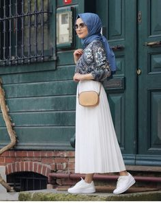 The very word conjures up images of gorgeous Muslim girls with pretty sca… – Tesettür Etek Modelleri 2020 – Tesettür Modelleri ve Modası 2019 ve 2020 Islamic Fashion, Muslim Fashion, Modest Fashion, Fashion Outfits, Modest Dresses, Modest Outfits, Long Skirt Hijab, Modele Hijab, Street Hijab Fashion