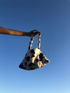 3 Shop, Cow Print, Vintage Handbags, Handmade Bags, You Bag, Cute Pictures, Bag Accessories, Purses And Bags, Shopping Bag