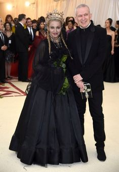 Madonna In Jean Paul Gaultier Couture @ 2018 Met Gala Jean Paul Gaultier, Celebrity Red Carpet, Celebrity Dresses, Celebrity Style, Celebrity News, Beauty And Fashion, Fashion Looks, Sarah Jessica Parker, Dolce & Gabbana