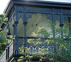 help , whats the metal frilly bit called.it seems like they are called verandah lace, or verandah frieze. Victorian Porch, Victorian Homes, Exterior House Colors, Exterior Design, Modern Colonial, Luxury Pools, Australian Homes, Turquoise Water, Colour Schemes