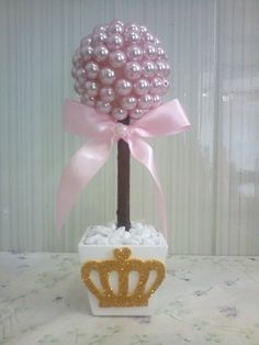 Arranjos Baby Shower Table Decorations, Baby Shower Centerpieces, Baby Decor, Pearl Centerpiece, Centrepieces, Styrofoam Ball Crafts, Lollipop Tree, 1st Birthday Party For Girls, Wedding Vases