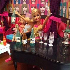 Have you seen these videos? OMG what FUN! Barbie Funny, Bad Barbie, Barbie Life, Barbie Dream, Barbie House, Barbie World, Barbie And Ken, Girl Barbie, Barbie Diorama