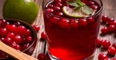Here is a natural liver detox cleanse to lose belly fat in one week! Using this liver detox remedy along with a low-calorie diet and at least 1 hour of exercise daily will help you lose weight faster and keep it off longer! Cranberry Juice Benefits, La Diabetes Mellitus, Low Calorie Fruits, Natural Liver Detox, Acerola, Liver Detox Cleanse, Fat Burning Detox Drinks, Detox Recipes, Arthritis