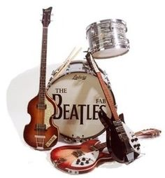 Ludwig drums, Hoffner bass, Rickenbacker guitars - Gear attributed to use by The Beatles. Les Beatles, Beatles Art, Beatles Guitar, Rock N Roll, Great Bands, Cool Bands, Rickenbacker Guitar, Instruments, Old Music