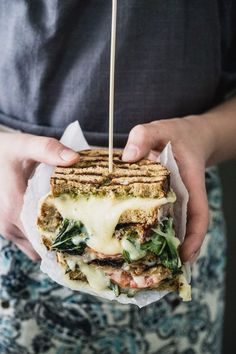 Caprese Grilled Cheese Sandwich from Eat Good 4 Life. Ingredients: Arla Havarti slices, Arla Fontina slices, tomatoes, pesto, basil and whole grain bread Tofu Sandwich, Making Grilled Cheese, Grilled Cheeses, Slider, Tasty, Yummy Food, Milk Recipes, Burger Recipes, Cookies Et Biscuits