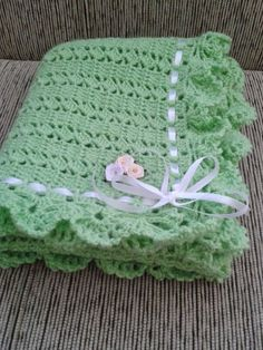 Beautiful baby set in crochet with fantasy point. - Crochet Designs Free Beautiful baby set in crochet with fantasy point. Crochet Baby Blanket Free Pattern, Baby Afghan Crochet, Baby Girl Crochet, Baby Afghans, Crochet Baby Hats, Crochet Yarn, Crochet Stitches, Baby Knitting, Plaid Crochet