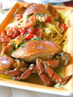 Spaghetti with crab and cherry tomatoes Shellfish Recipes, Seafood Recipes, Gourmet Recipes, Cooking Recipes, Italian Pasta, Italian Dishes, Italian Recipes, Gnocchi Recipes, Pasta Recipes