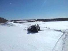 Положил на бок снегоход Рысь