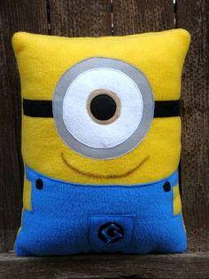 Cute Pillows, Diy Pillows, Decorative Pillows, Cushions, Throw Pillows, Felt Crafts, Crafts To Make, Minion Pillow, Minion Craft