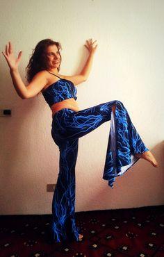 """Costume danza del ventre, costume tribal fusion, reattivo luci UV, costume due pezzi con pantaloni a zampa e top a fascia - """"ELECTRIC NEON"""" by Artemisya #italiasmartteam #etsy"""