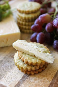 If you really want to impress with your appetizers this holiday, make your own buttery dill crackers that pairs perfectly with rich Aged Havarti cheese.