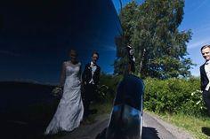 Reflektioner av kärlek. Lerum. Sommar. 2017. #septemberhimmel #bröllop #bröllop2018 #bröllop2019 #bröllopsfotograf #bröllopsfotografgöteborg #bröllopsfotografvästerås #wedding #weddingphotographer #weddingphotography #destinationwedding #destinationweddingphotographer #aluddenprovidore