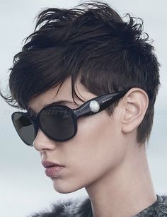 30 Hottest Pixie Haircuts 2019 - Classic to Edgy Pixie Hairstyles for women Short+Pixie+Haircut Pixie Haircuts 2015, Edgy Pixie Hairstyles, 2015 Hairstyles, Edgy Haircuts, Undercut Pixie, Girl Hairstyles, Spring Hairstyles, Dark Pixie Cut, Pixie Cuts