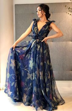 Formal Dresses Long Elegant, Casual Dresses, Fashion Dresses, Indian Designer Outfits, Designer Dresses, Western Dresses, Elegant Outfit, Beautiful Gowns, Pretty Dresses