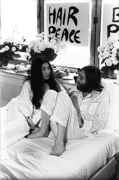 John Lennon y Yoko Ono protagonistas de una exposición en Málaga.