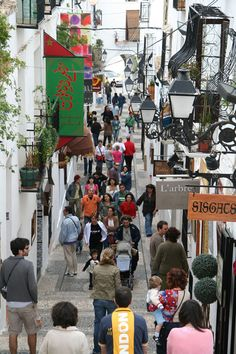 Tourists in Altea - Main Street, Altea, Spain Copyright: Pablo Calvo Places In Spain, Spain And Portugal, Spain Travel, Main Street, Valencia, Countries, Birth, Beautiful Places, Walking
