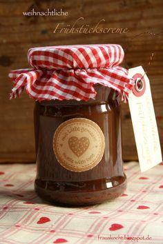Nutella helyett Kardamom CsokiKrém: 100g Zartbitterschokolade, 100g Vollmilchschokolade, 3 El Backkakao, 200 g Sahne, 75g gewürfelte Butter, 1 Vanilleschote, 1/2 TL Zimt, 4 Kapseln Kardamon
