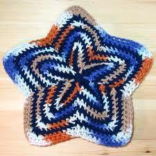 Kuvahaun tulos haulle most beautiful potholder Pot Holders, Most Beautiful, Shapes, Blanket, Knitting, Crochet, Bb, Patterns, Block Prints